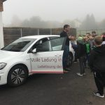 Grundschüler informieren sich über Umweltfreundlichkeit von Elektroautos